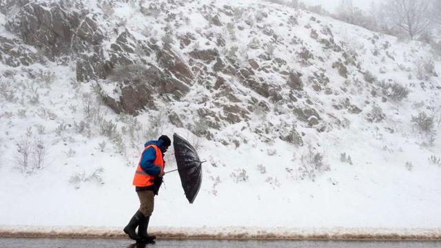 La nieve complica el tráfico en Castilla y León y Galicia