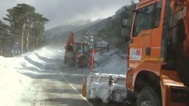 Las quitanieves de la comunidad velan por el estado de 2.500 kilómetros de carreteras