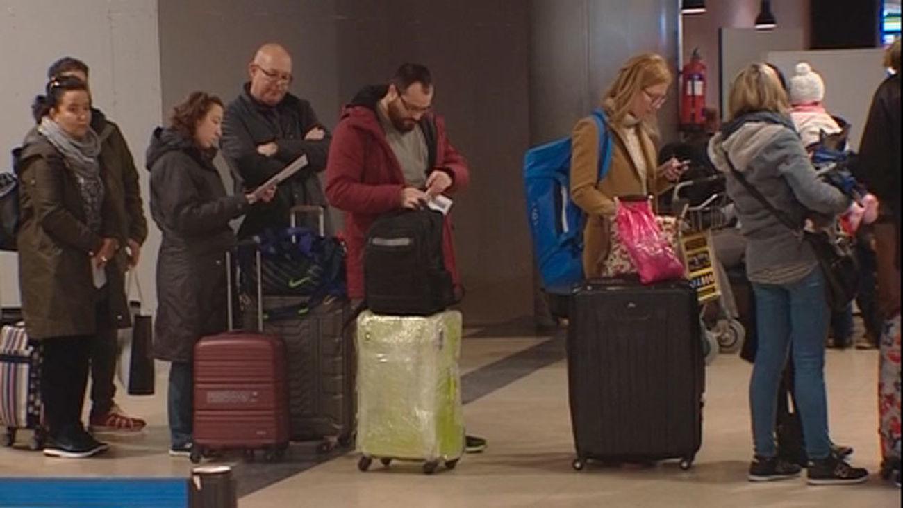 Ryanair exige pagar 5 euros para llevar una maleta en cabina
