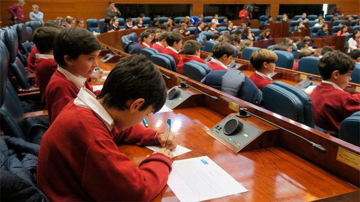 Escolares madrileños, diputados por un día en la Asamblea