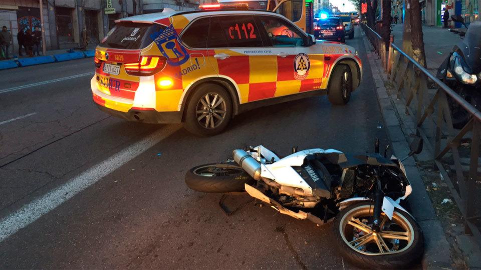 Fallece un hombre de 37 años en la calle Alcalá tras caer con su ciclomotor