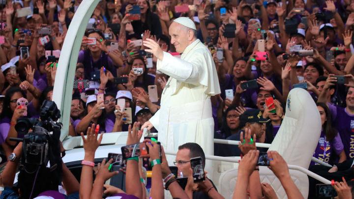 El papa Francisco inicia su visita a Perú con un recibimiento apoteósico