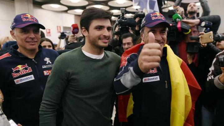 """Un centenar de aficionados recibe a Sainz: """"No me esperaba este recibimiento"""""""