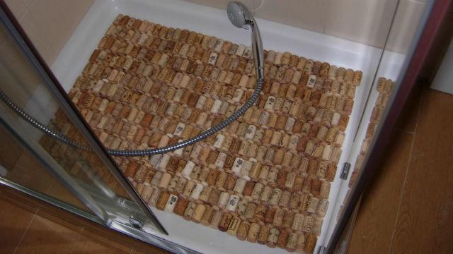 C mo hacer una alfombra de ba o con corchos telemadrid radio televisi n madrid - Alfombra de corchos ...