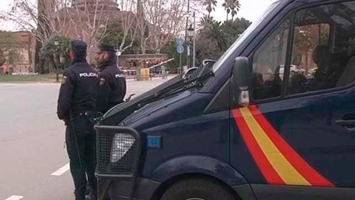 La Policía inspecciona el subsuelo del Parlament y refuerza las fronteras para evitar la investidura de Puigdemont
