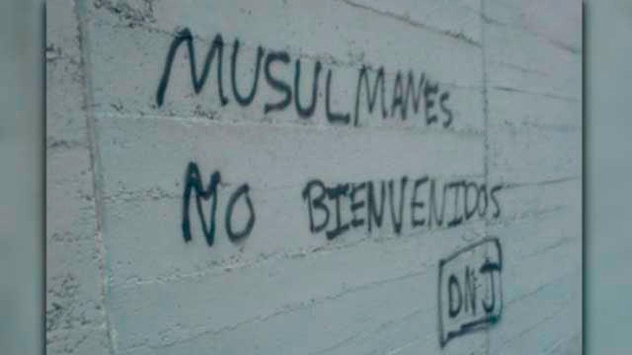 La justicia ordena imputar a 11 miembros del gupo neonazi Hogar Social por atacar un mezquita