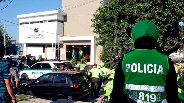 Siete policías muertos y 45 heridos en tres atentados en Colombia