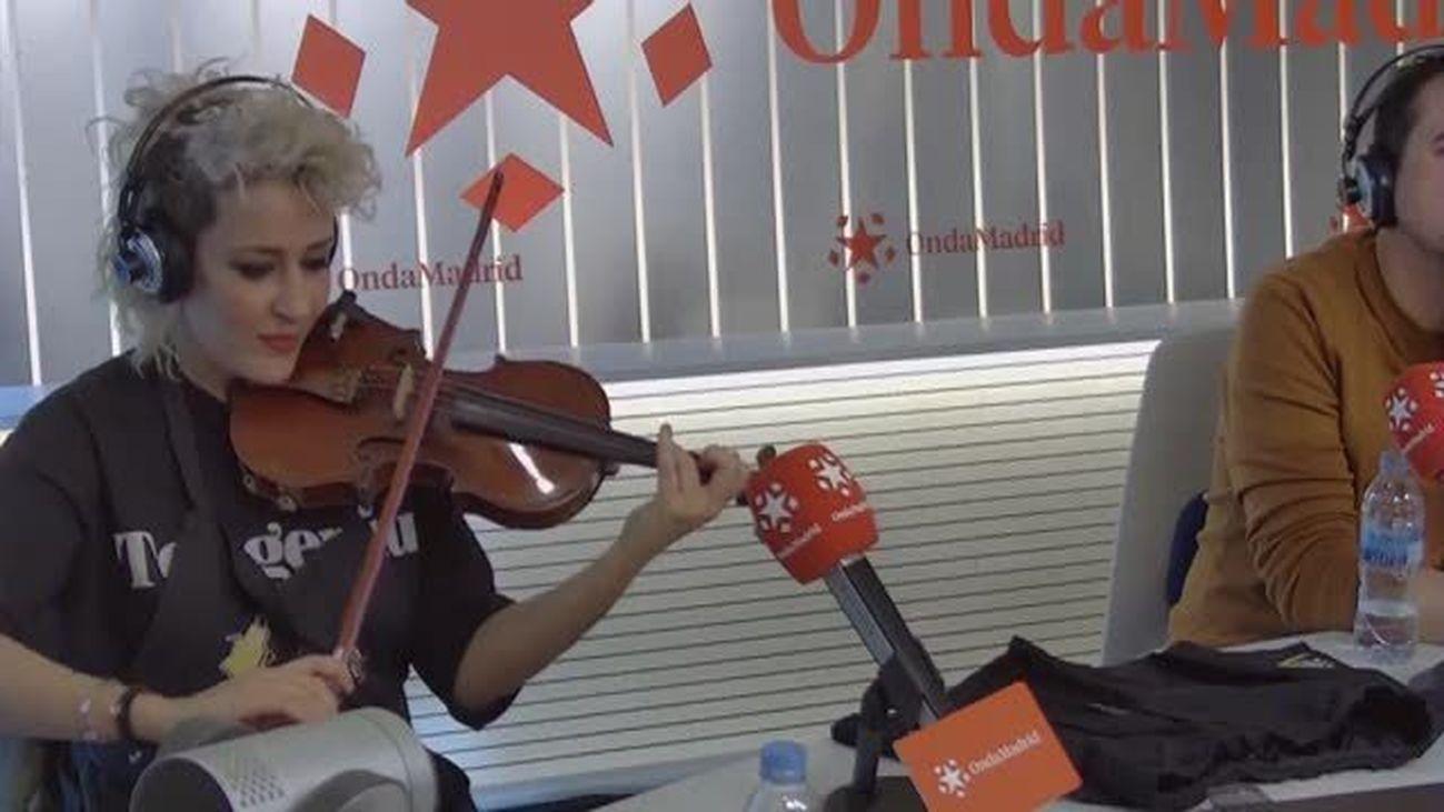 La violinista rockera Judith Mateo, en Amos de Casa