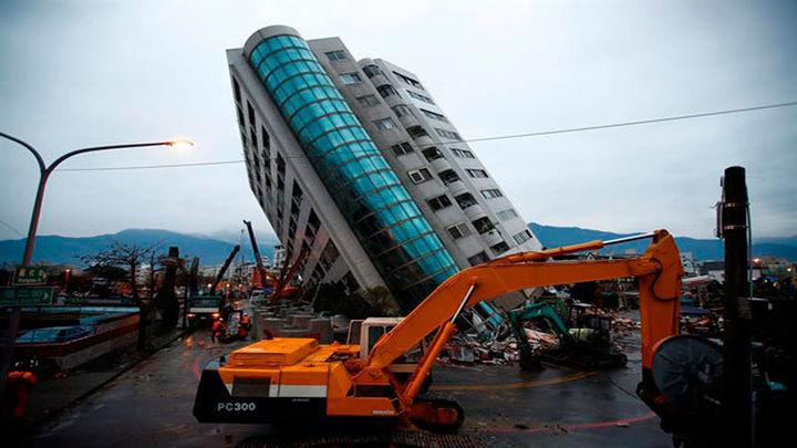 Taiwán: Buscan supervivientes tras el seísmo con 7 muertos y 76 desaparecidos