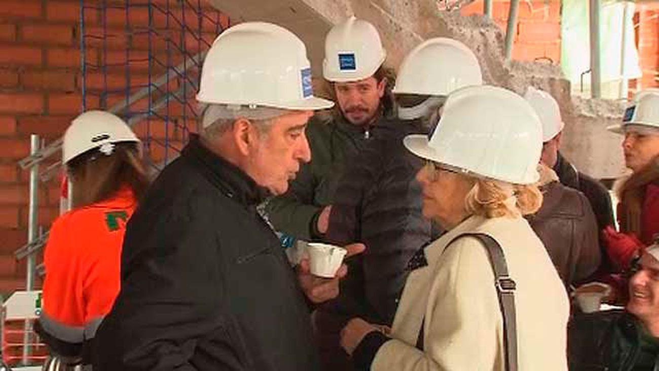 Carmena visita las obras de los 2.356 pisos públicos de alquiler que construye la EMVS