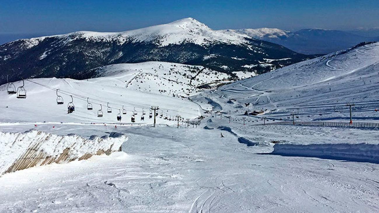 Valdesquí y Navacerrada abren la estación con 22 kilómetros esquiables