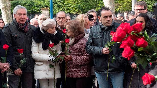 Familiares de Buesa y de su escolta en el aniversario de su asesinato