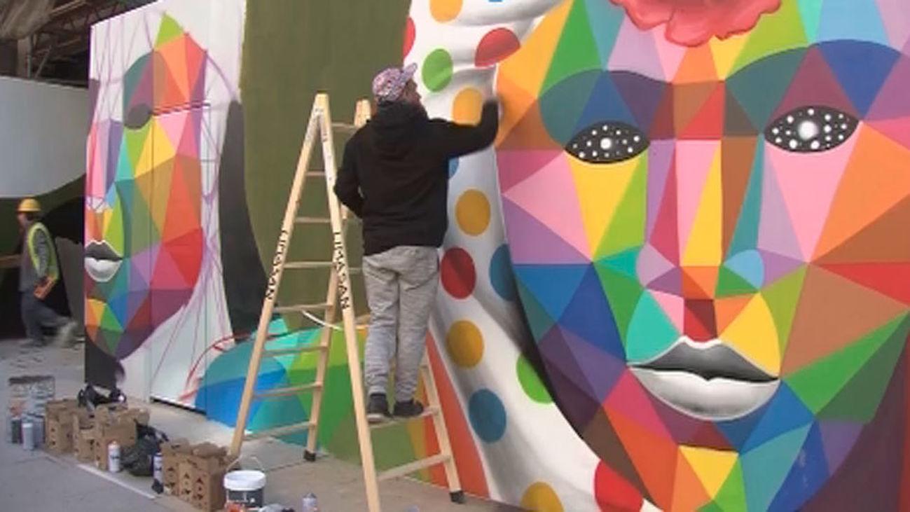 Okuda San Miguel pinta sus murales en la calle Velázquez de Madrid