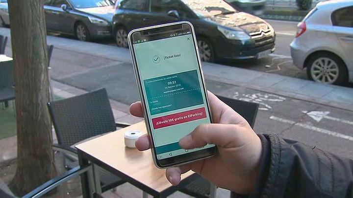El incremento del pago del parquímetro con móvil se retrasa