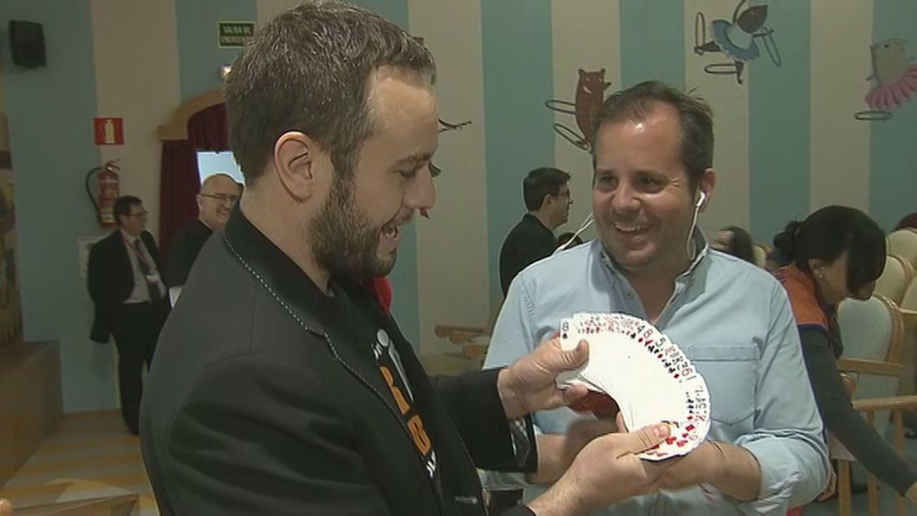 Jorge Blass lleva la magia a los peques del hospital Niño Jesús
