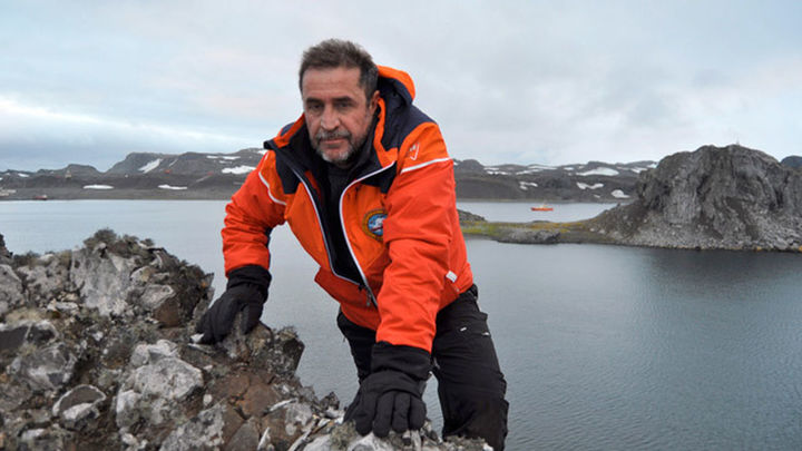 Un militar muere al caer al mar del buque Hespérides en la Antártida