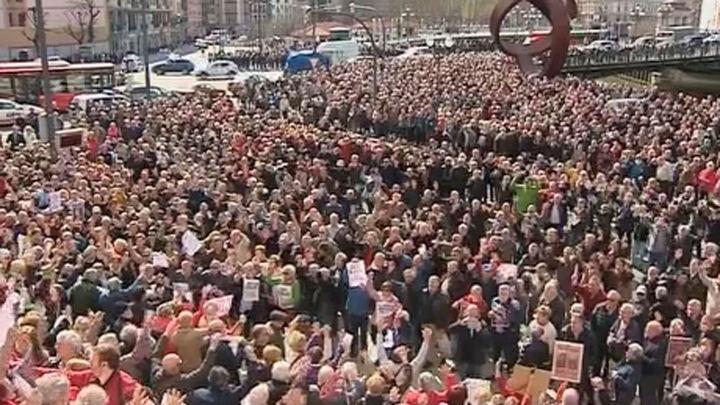 Los pensionistas vuelven a protestar Bilbao por la 'ridícula' subida de sus pensiones