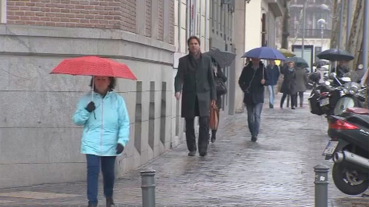 La lluvia y el viento limpian la atmósfera de Madrid y quitan la polución