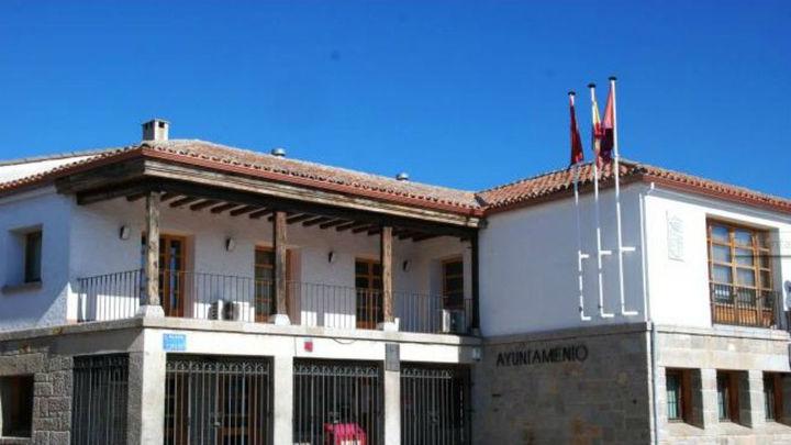 PP, Podemos e IU firman la moción de censura contra el alcalde de Navalagamella