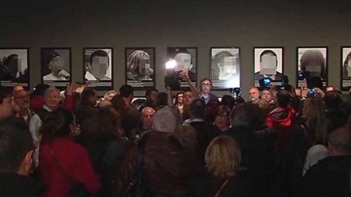 Protestas contra el alcalde de Lleida en la exposición de la obra retirada de Arco