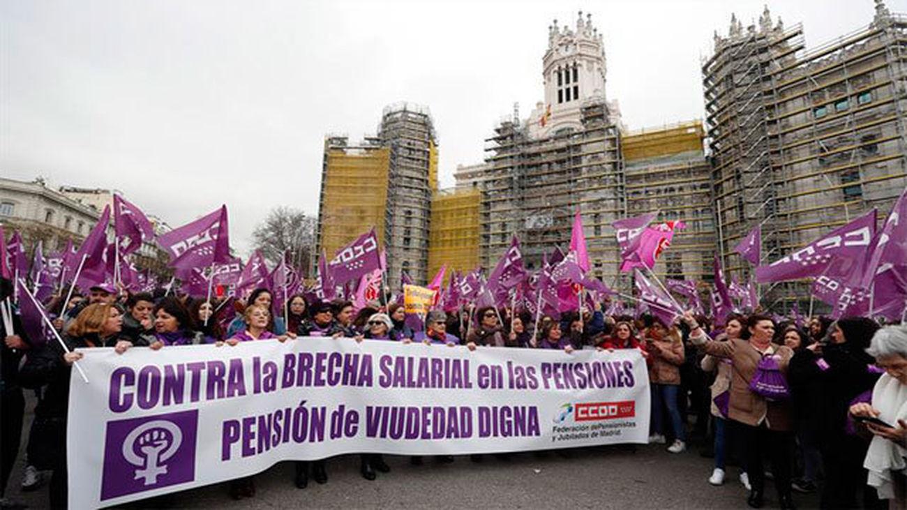 Miles de personas acuden a manifestaciones y secundan los paros parciales
