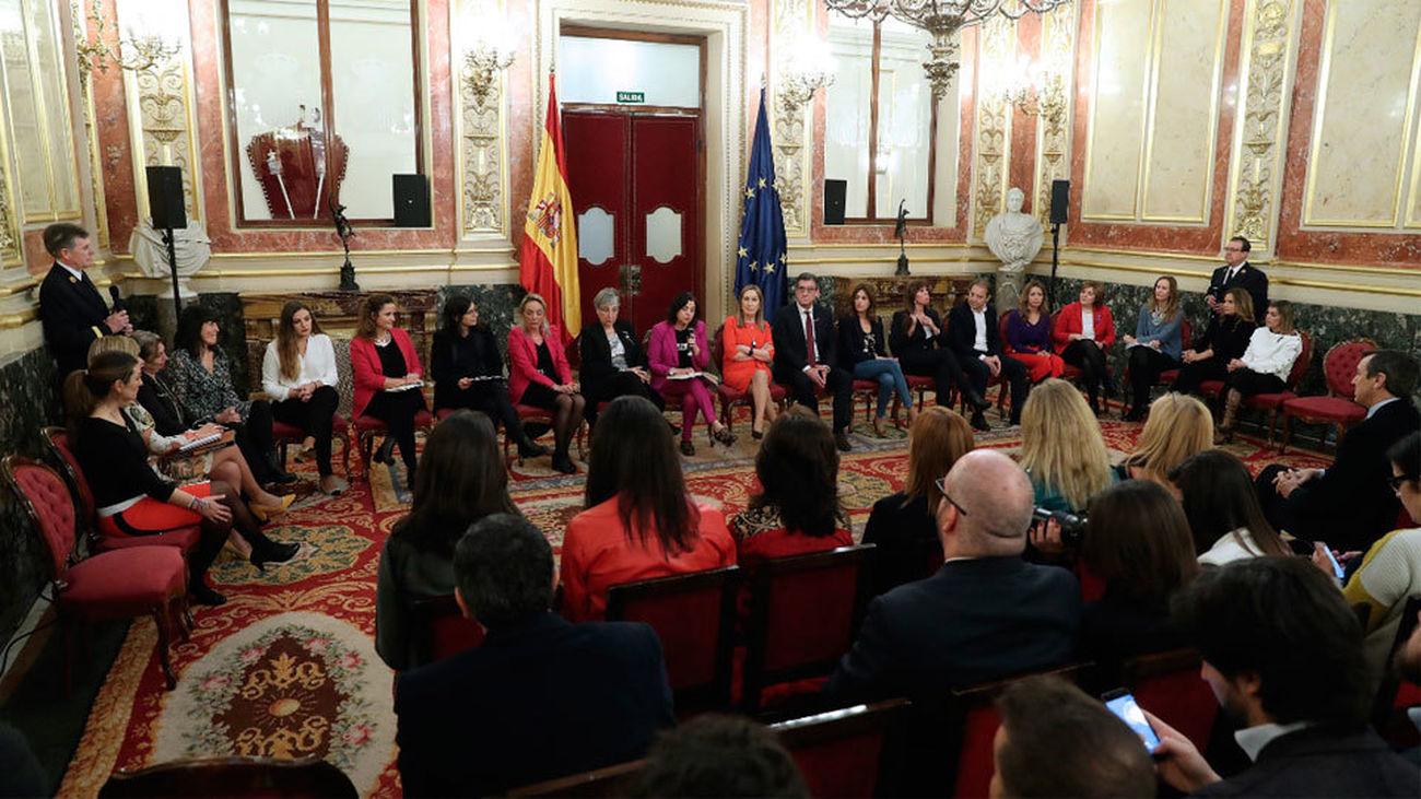 Mujeres líderes denuncian en el Congreso obstáculos y escaso apoyo para conciliar