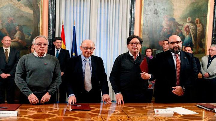 """Montoro califica de """"histórico"""" el acuerdo salarial para los empleados públicos"""