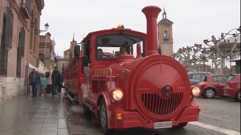 Alcalá estrena un tren turístico que recorre sus calles más emblemáticas