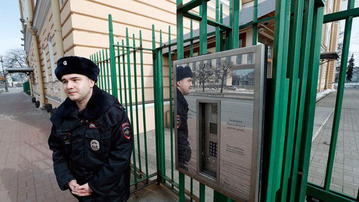 Rusia ordena la expulsión de 23 diplomáticos británicos