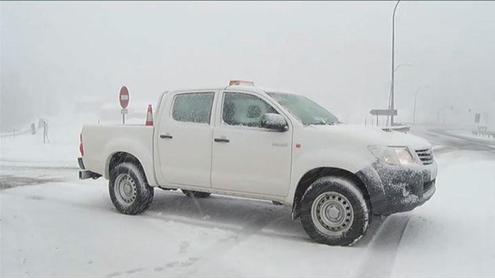 La nieve dificulta la circulación en algunas carreteras de la región