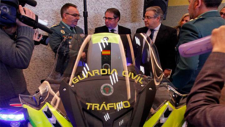 Tráfico estrena en Semana Santa motos equipadas para controlar la velocidad, las drogas y el alcohol
