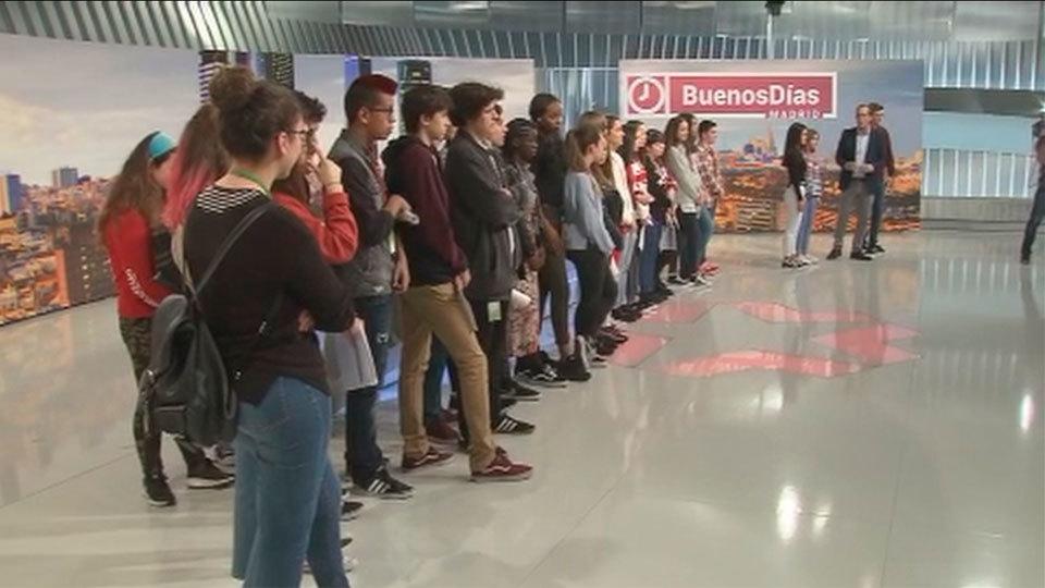 Estudiantes de 4º de la ESO + Empresa visitan Telemadrid