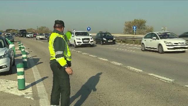 Guardia Civil controlando el tráfico