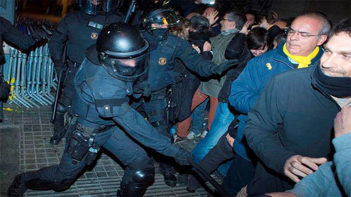 Cargas contra manifestantes cerca de  la Delegación del Gobierno en Barcelona