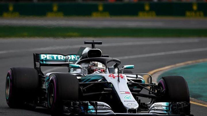 Hamilton inicia la defensa del título desde la 'pole'