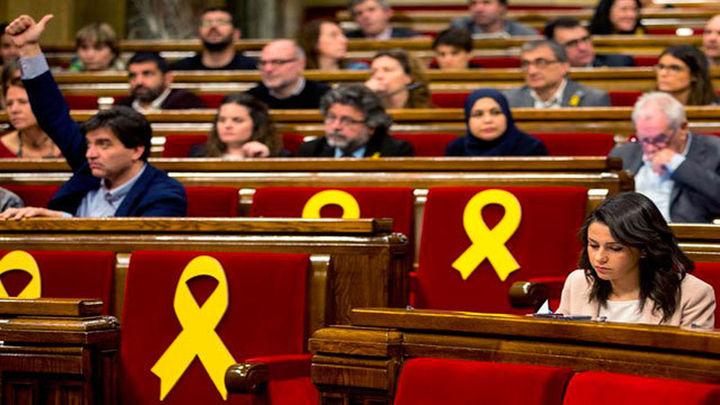 El Parlament defiende poder investir a Puigdemont, Sànchez y Turull y pide su libertad