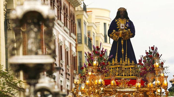 """La amenaza de lluvia """"recoge"""" anticipadamente las procesiones de viernes santo en Madrid"""