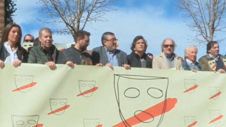 Boadella y unas 200 personas se manifiestan contra el nacionalismo en su pueblo de Girona