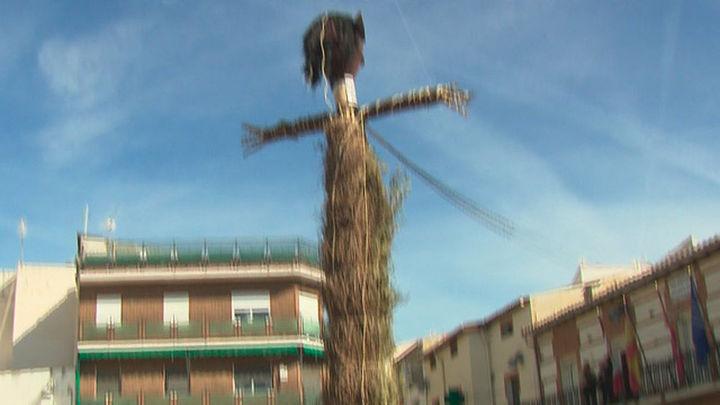 Tielmes celebra su tradicional 'Quema de El Judas' de Domingo de Resurrección
