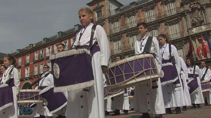 La tamborrada pone el punto y final a la Semana Santa de Madrid