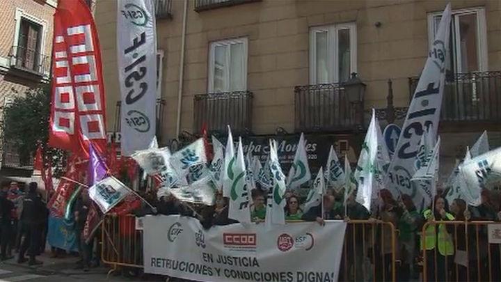 Jueces, fiscales y funcionarios de Justicia protestan para reivindicar mejoras laborales