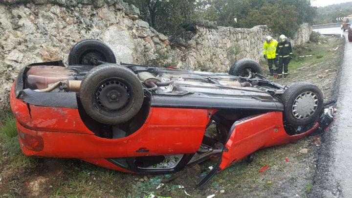 Tres heridos de una misma familia en un  accidente de coche en la M-618, en Hoyo de Manzanares