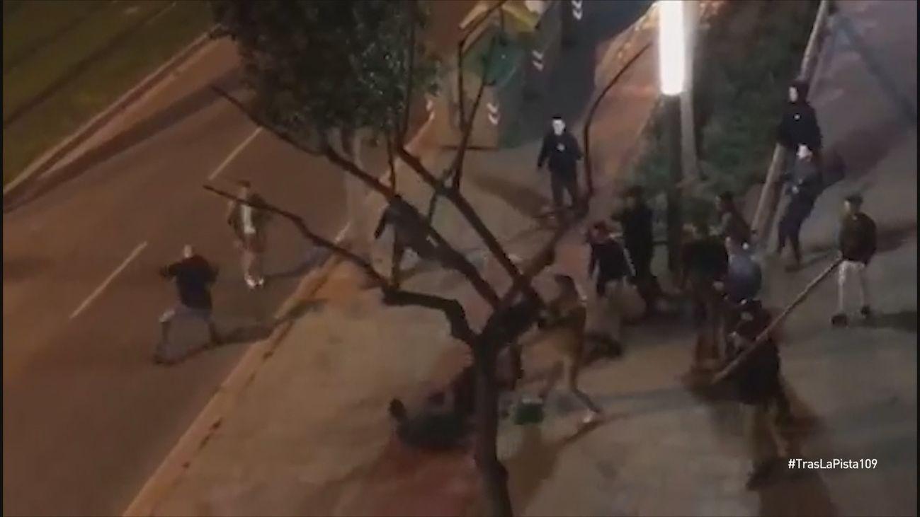 Imágenes de la brutal pelea multitudinaria de Cornellà
