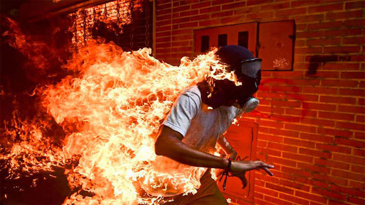 El fotógrafo venezolano Ronaldo Schemidt, World Press Photo 2018