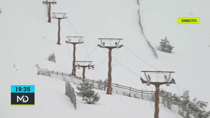 Las estaciones de Valdesquí y Navacerrada reabren con más nieve