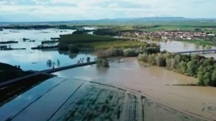 Hallan el cadáver del pastor de Zaragoza y movilizan a la UME por la crecida del Ebro