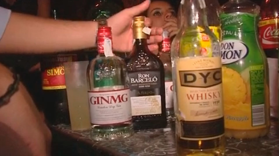 La futura Ley contra el alcohol propone sancionar a los padres de los menores que beban