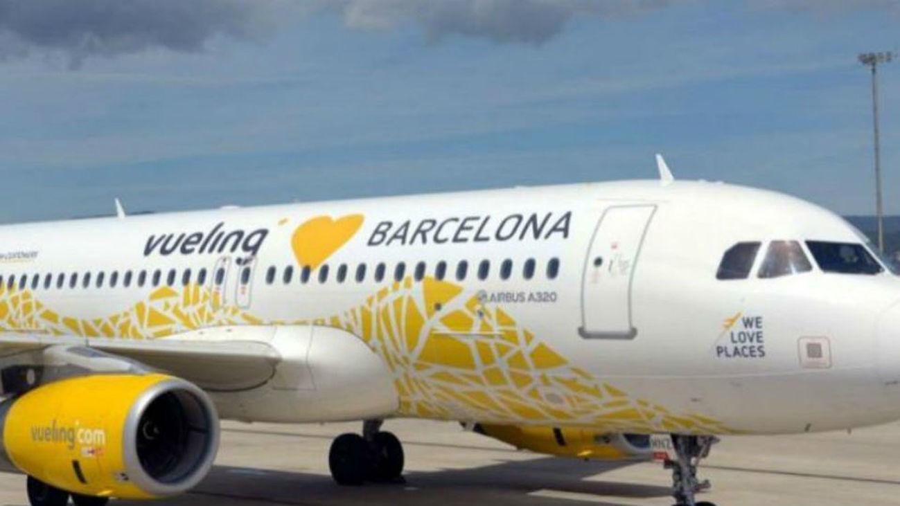 Avión de Vueling en pista