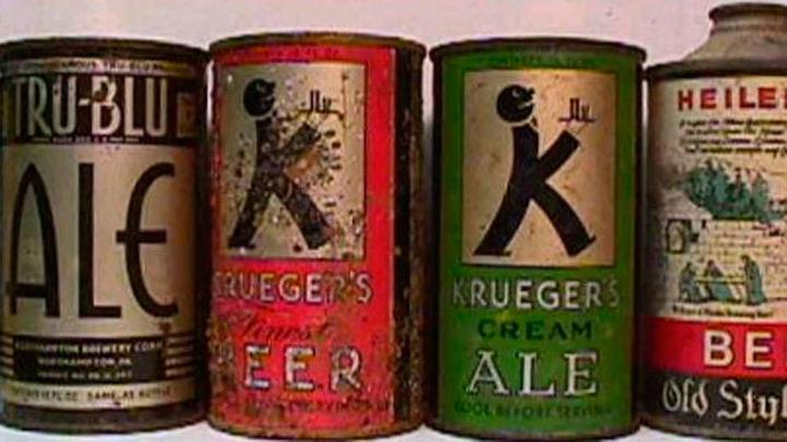 Una colección de 200 latas de bebida antiguas muestra 85 años de historia