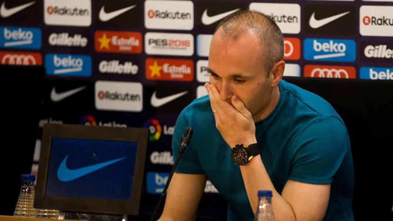 Iniesta anuncia entre lágrimas su adiós al Barça
